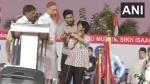 സിഎഎ പ്രതിഷേധത്തിനിടെ പാകിസ്താൻ സിന്ദാബാദ് മുഴക്കി യുവതി, മൈക്ക് പിടിച്ചുവാങ്ങി ഒവൈസി