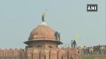വീണ്ടും ചെങ്കോട്ടയില് പതാക ഉയര്ത്തി കര്ഷകര്; സിംഗുവില് നിന്നും കൂടുതല് പേര് ദില്ലിയിലേക്ക്