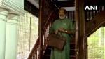 സംസ്ഥാന ബജറ്റ് 2021: സ്നേഹയുടെ കവിത ചൊല്ലി ധനമന്ത്രി, പിന്നാലെ പ്രഖ്യാപനങ്ങളിലേക്ക്