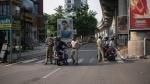 കടകളില് പ്രവേശിക്കാന് 3 വിഭാഗത്തിന് അനുമതി, പുതിയ കൊവിഡ് നിയന്ത്രണ മാനദണ്ഡം പ്രാബല്യത്തില്