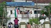ബിജെപിക്കു മറുപടിയുമായി ഡിവൈഎഫ്ഐ; പാലക്കാട് നഗരസഭ കെട്ടിടത്തില് ദേശീയ പതാകയുടെ ഫ്ളക്സ് ഉയര്ത്തി