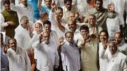 കർണാടകയിൽ കടുത്ത പ്രതിസന്ധി;  11 ഭരണകക്ഷി എംഎൽഎമാർ രാജി സമർപ്പിച്ചു, സർക്കാർ തുലാസിൽ