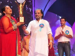 10 15 Audience Criticise Star Singer Yesudas 2 Aid0166