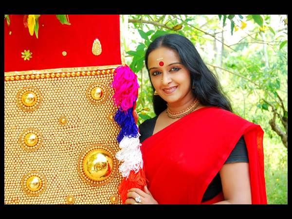 ശാലു മേനോന്റെ സെന്സര് ബോര്ഡംഗത്വത്തിന് കത്രിക