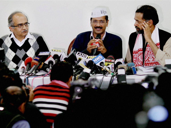 Kejriwal Leaves Aap In Crisis Takes 10 Day Leave For Naturopathy