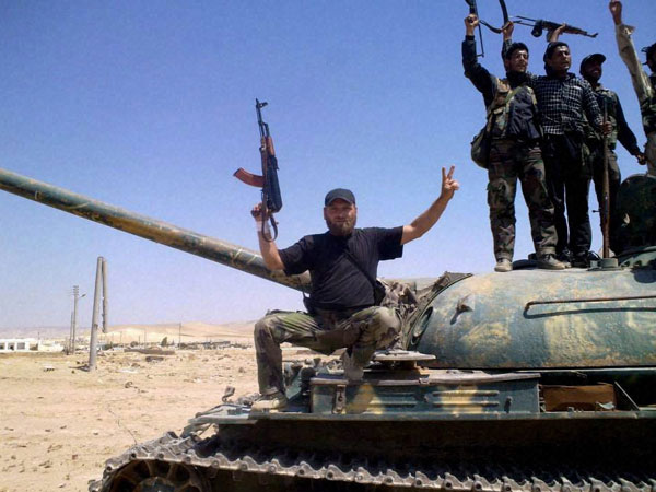 syrian-army-fighters-hold-their-weapons