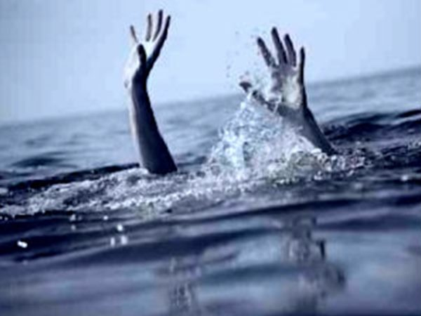 College Girl Drowned Bandra While Taking Selfies