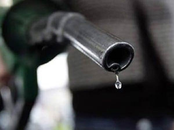 Petrol Price Cut Rs 1 46 Litre Diesel Rs 1 53 Per Litre