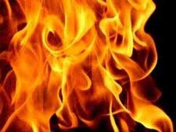 Building Near Dubai Mall Catches Fire