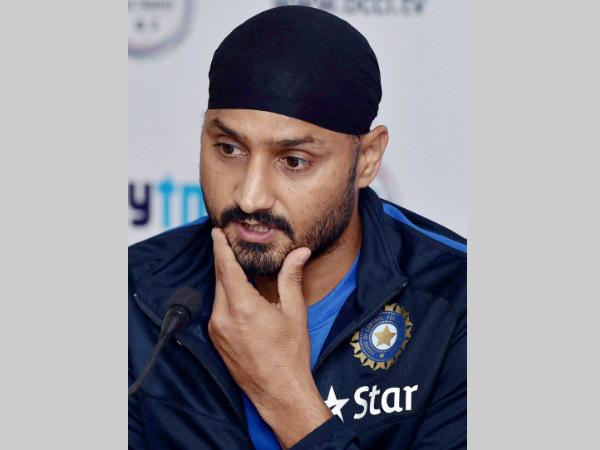 Mumbai Indians Harbhajan Singh Slams Jet Airways Pilot For Racist Remarks Assault