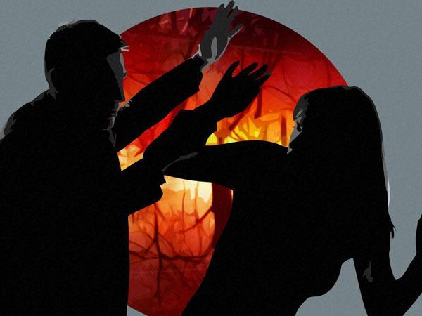 പാതിരാത്രി കിടക്കയ്ക്ക് അരികെ ഒരാൾ...!!! തൃശൂരിലെ മെഡിക്കൽ വിദ്യാർത്ഥിനിയുടെ വെളിപ്പെടുത്തൽ കേട്ടാൽ!