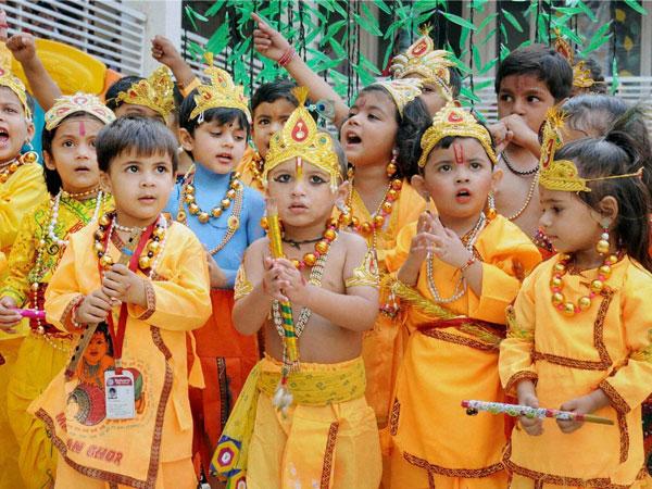യുപിയില് കൃഷ്ണാലാന്ഡ് ഉയര്ത്താന് യോഗിസര്ക്കാര്!!ഡിസ്നി ലാന്ഡിനെ വെല്ലും!!