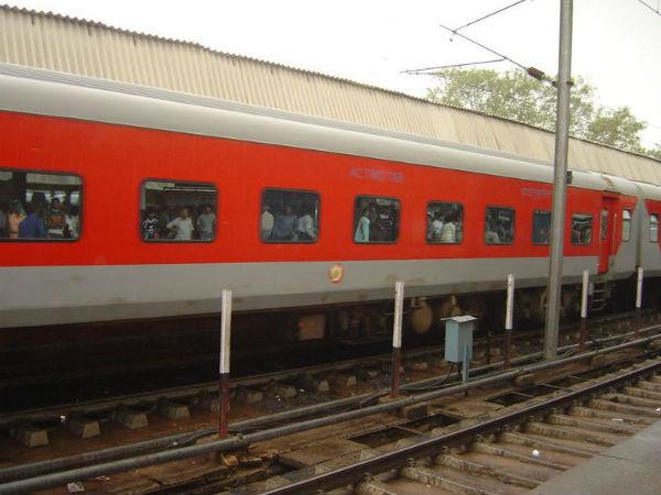 Railways Introduce Designer Easy To Clean Blankets Soon