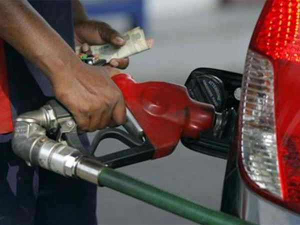 Migrant Labourers Who Are Working Petrol Pumps Making Trouble