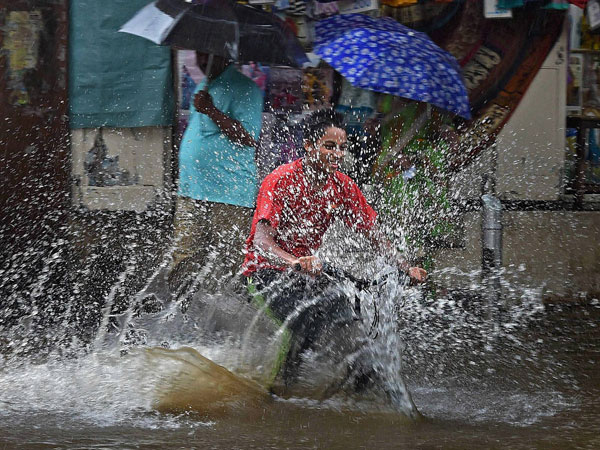 Heavy Rain Continues In Through Out Kerala