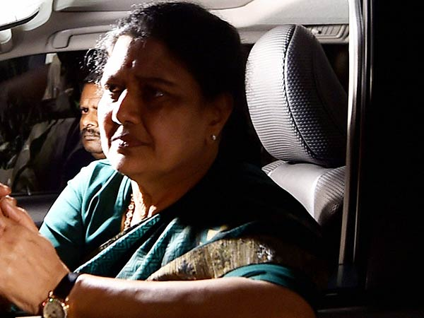 Aiadmk Live E Palaniswami And O Palaniswami Arrive For General Council Meet All Eyes On Sasikala Dec