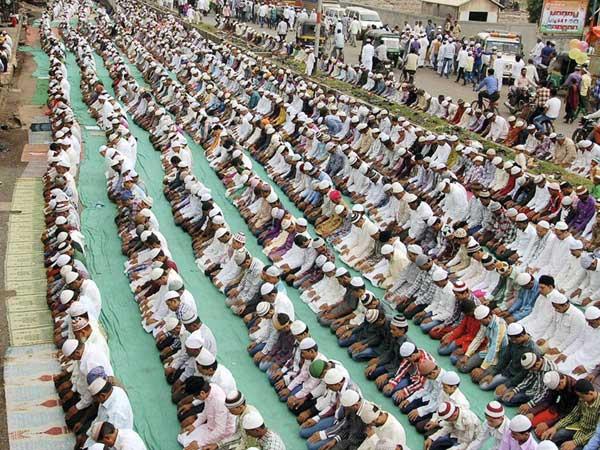 World Muslims Celebrate Eid Al Adha