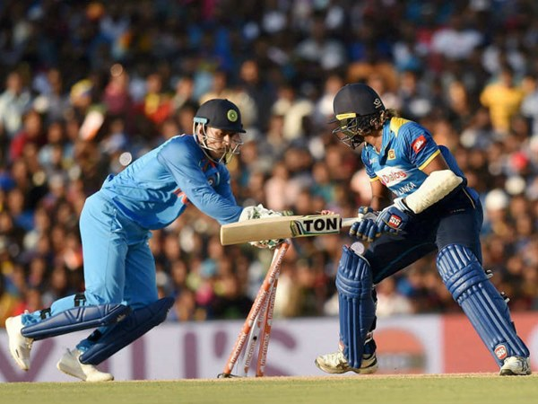 Ms Dhoni Completes 100th Odi Stumping Creates Yet Another World Record