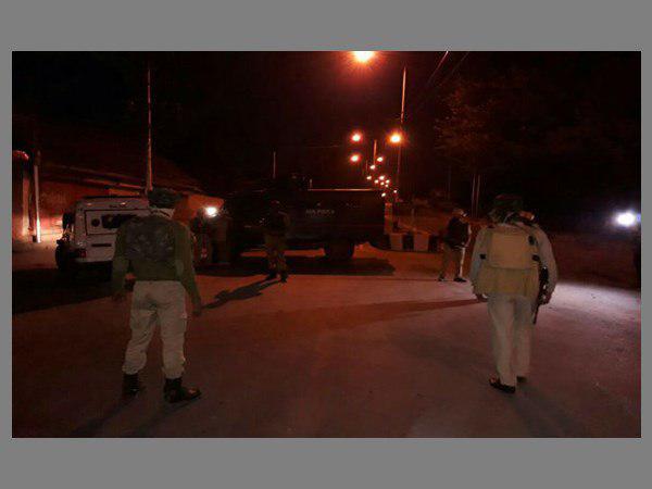 Srinagar Attack Terrorist Disguised Himself Crpf Uniform Ambush Soldiers