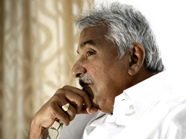Saritha Nair Solar Scam Oommen Chandy Likely To Meet Pinarayi Vijayan