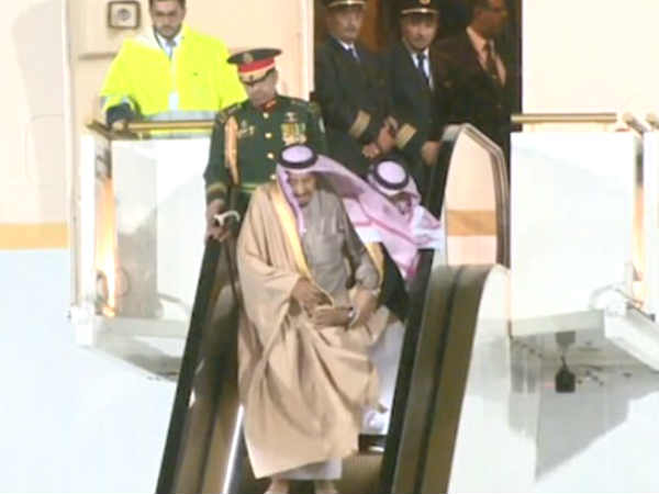 Saudi King Salmans Golden Escalator Breaks Visit Russia