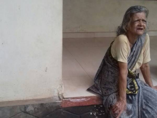 Old Lady Gave Complaint In Police Station