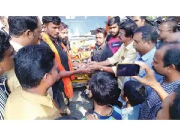 Public Helped The Ayyappa Devotees