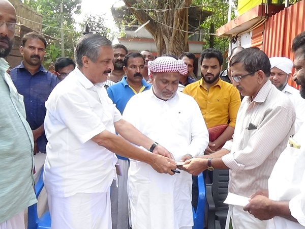 Chamravattam Ayappa Temple Renovation Fund Given By Ponnani Commitee