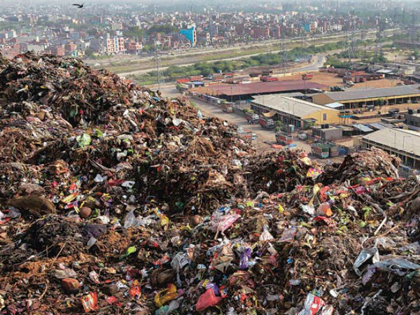 നഗരത്തിലെ ആശുപത്രി മാലിന്യങ്ങള് ജനവാസ കേന്ദ്രങ്ങളിലൂടെ ഒഴുക്കുന്നു