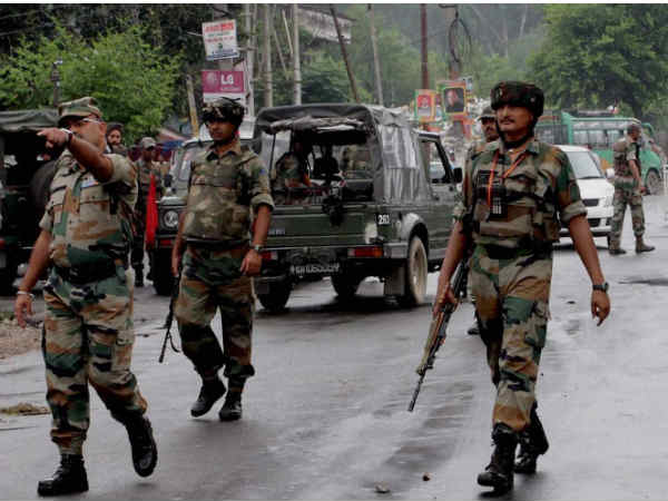 Jammu Kashmir Militants Attack Crpf Camp Pulwama Gunfight