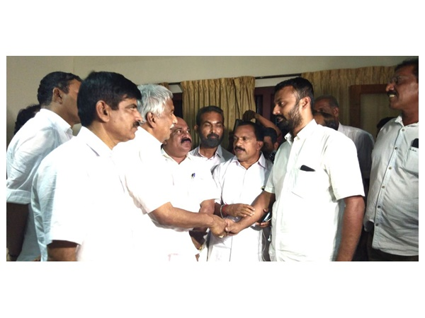 Man Seeks Apology Throwing Stone At Former Cm Oomen Chandy