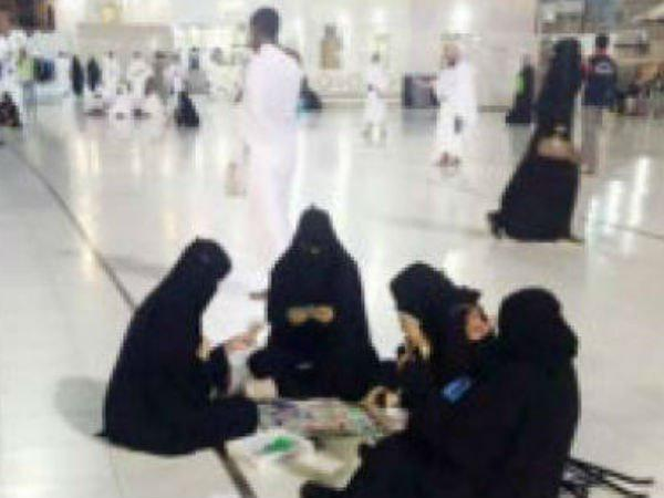 Picture Of Women Playing Board Game At Makkah Mosque Goes Viral