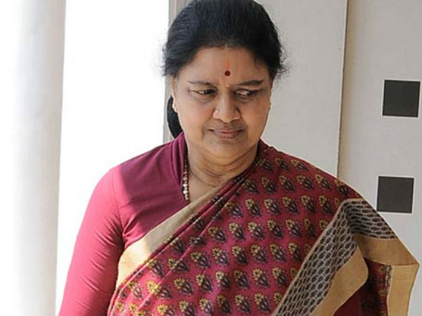 Panneerselvam Surrendered Before The Bjp Says Sasikala