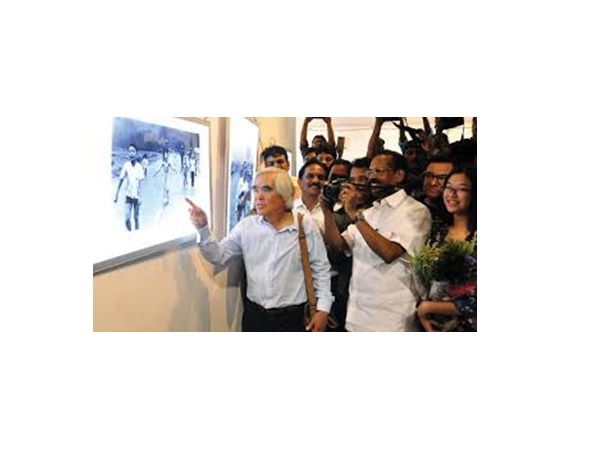 നിക്ക് ഉട്ടിന്റെ  കോഴിക്കോട് സന്ദർശനം ആഘോഷമാക്കി മാധ്യമപ്രവര്ത്തകരും ജനപ്രതിനിധികളും