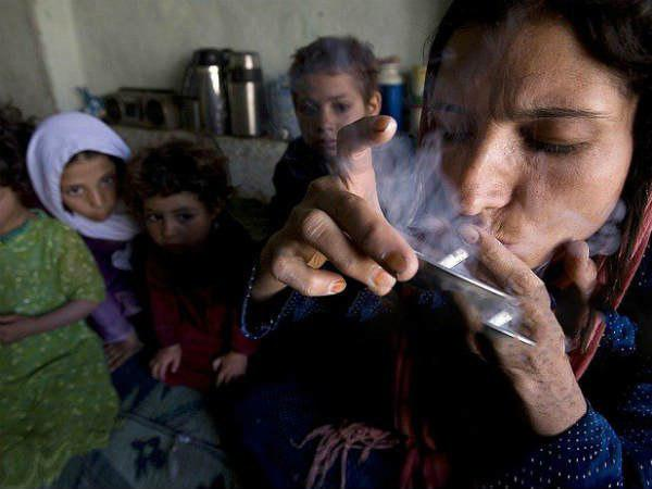 Afghanistan Stares At Health Crisis With 1 Million Female Drug Addicts 100000 Children Hooked
