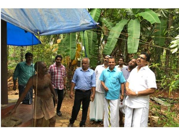 Parakkal Abdulal Mla Visits Vadakara Storm Affected Area
