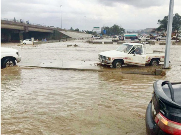 Life Comes To Halt In Saudi Due To Incessant Rain
