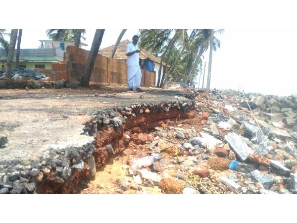 Sea Erosion In Vadakra Azhithala Houses In Threat