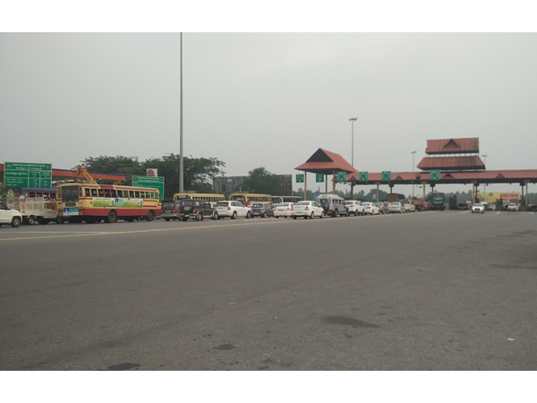 toll-plaza-traffic