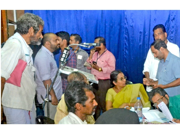Waste Disposal Issue In Vadakara People Meet District Collector