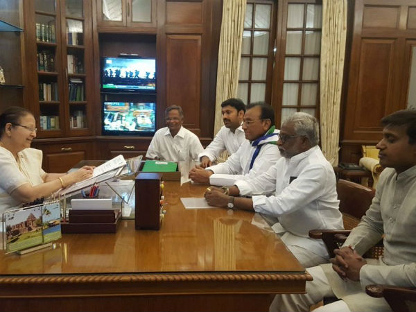 Five Ysr Congress Mps Resign From Lok Sabha Over Andhra Special Status