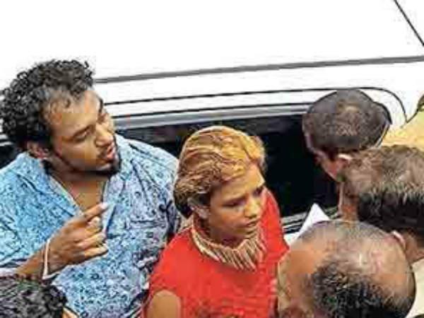 Women Blocked Ksrtc Bus And Beats Driver In Purakkad