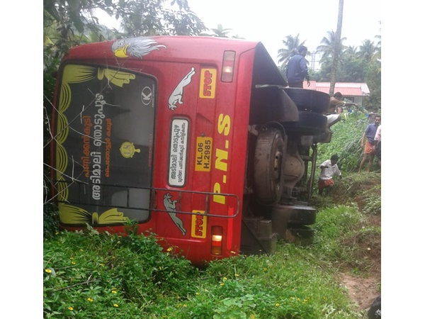 Bus Accident In Adimaly 7 Injured