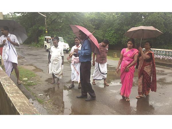 മണലിപുഴയിലെ മാലിന്യപ്രശ്നം:  ആര്.ഡിഒ സ്ഥലം സന്ദര്ശിച്ചു,  പുഴയ്ക്ക് നിറവ്യത്യാസവും ദുര്ഗന്ധവും!