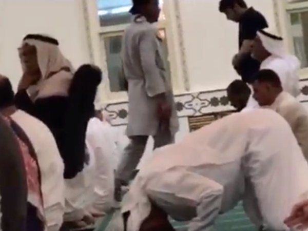 People Got Stunned Seeing The Man Who Came For Prayer In Mosque