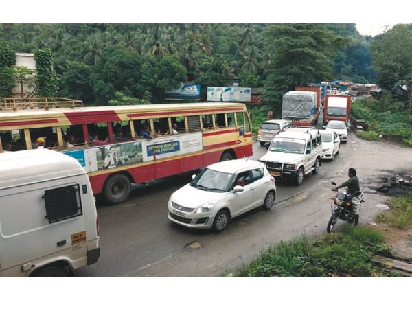 Thrissur Local News Traffic Block Vadakkanchery Mannuthy Route