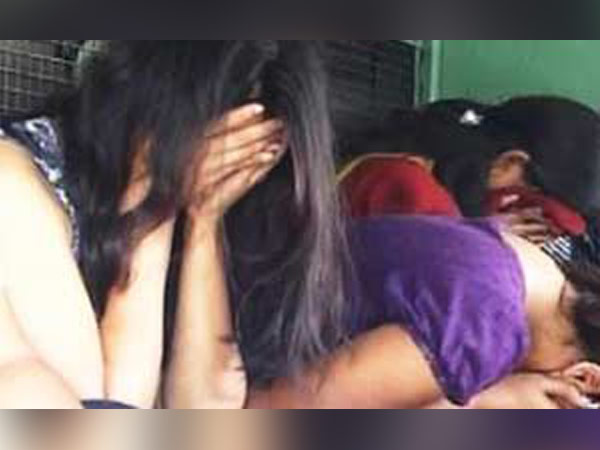 Indian Origin Us Couple Charged 3000 For One Date With Actresses