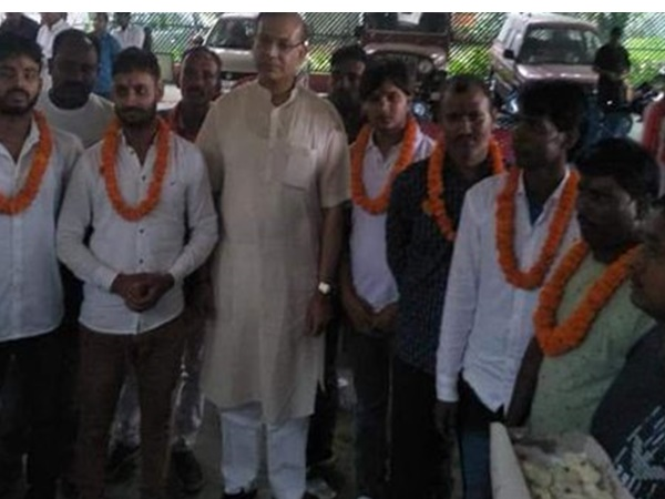 Central Minister Jayanth Sinha Welcomed 8 Convicted For Ramagargha Mob Lynching