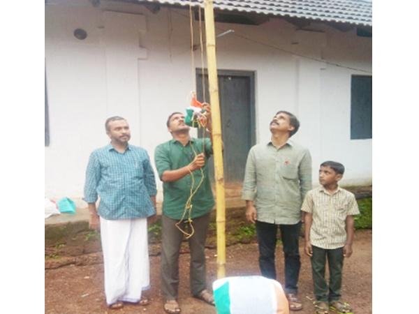 സ്വാതന്ത്യ ദിനത്തില് വാണിമേല് സ്കൂളില് എസ് ഡിപിഐ നേതാവ് ദേശീയ പതാക ഉയര്ത്തിയത് വിവാദമാവുന്നു