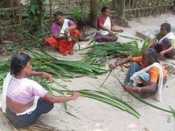 Pathanamthitta Local News Sewing Mat Traditional Way